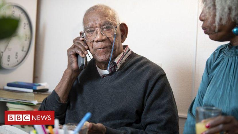 _116558091_elderly-man-phone.jpg